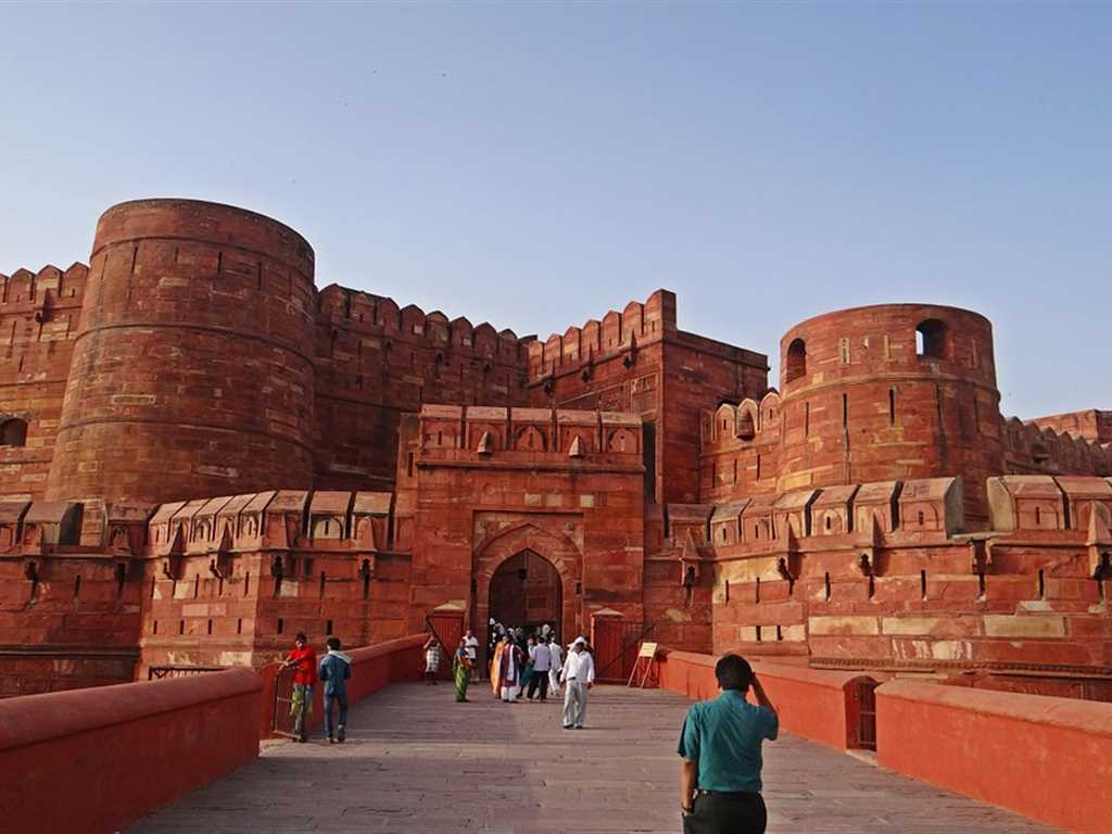 Agra Fort Tourist Place