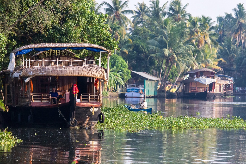 Alleppey Houseboat Honeyoon Packages