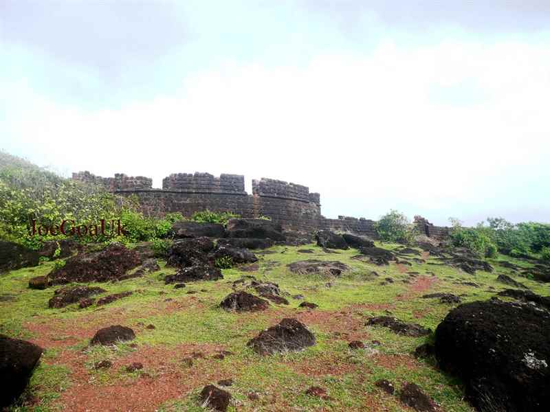 Hike up to Chapora Fort