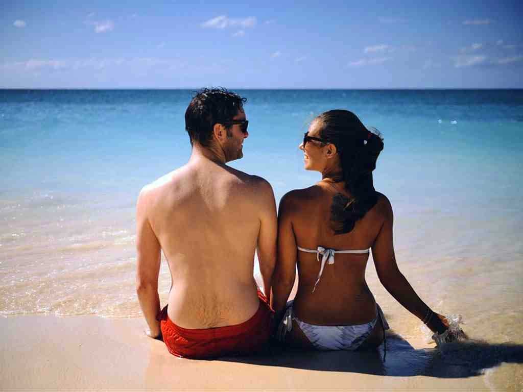 Couple-Romantic-Honeymoon