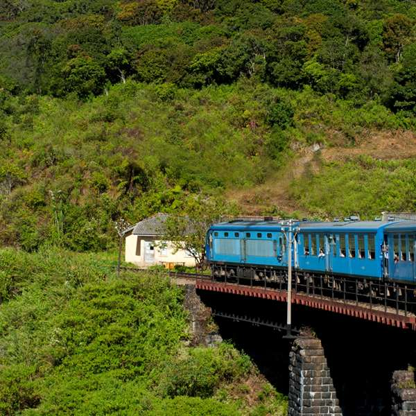 Manali Honeymoon Tour Package from Pune By Train