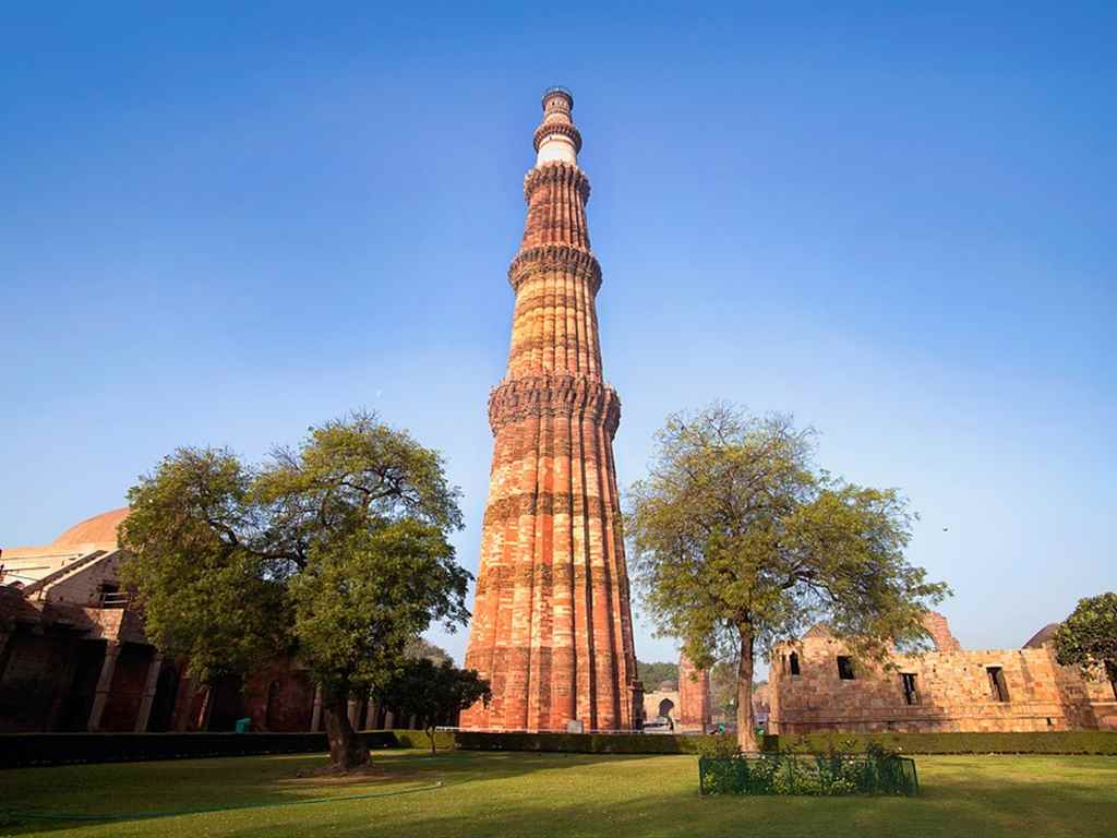 Qutub Minar Tourist Place