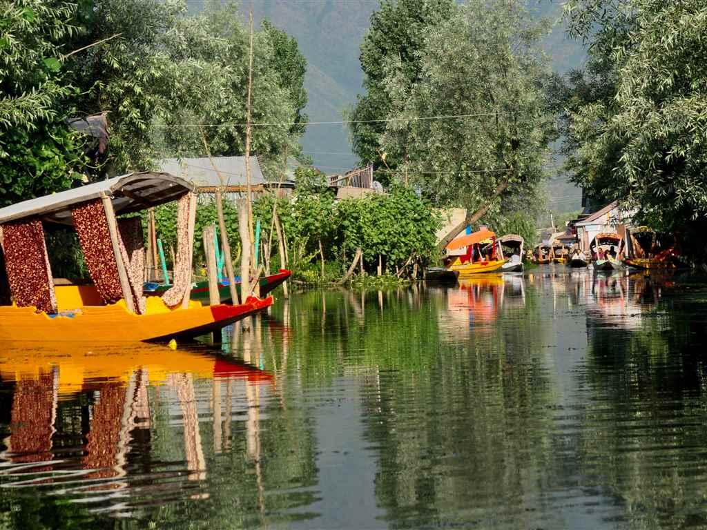 Srinagar Romantic Places in India