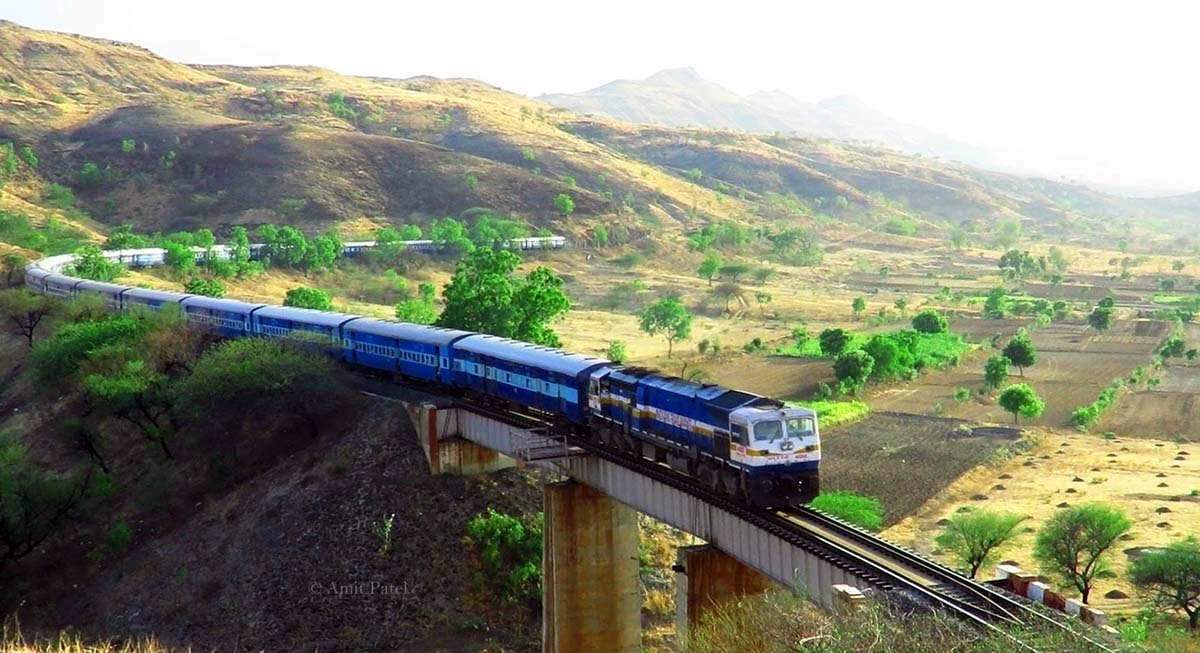 luxury tourist trains india